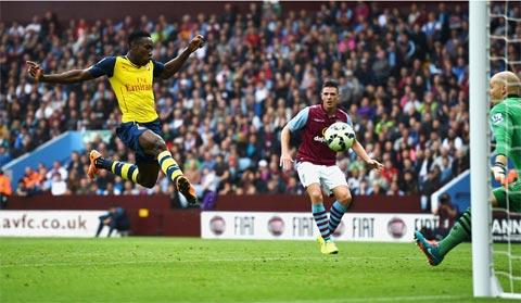 Welbeck ghi bàn đầu tiên cho Arsenal