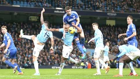 Chelsea (áo sẫm) sẽ thắng để tiếp tục giữ vững ngôi đầu trên BXH