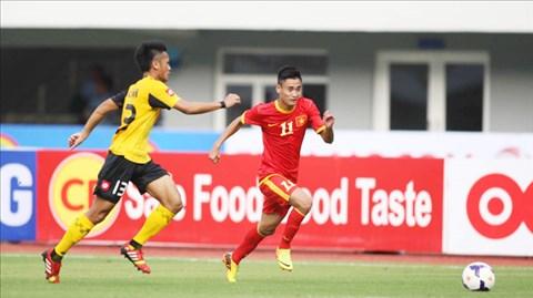 Vũ Minh Tuấn (phải) và đồng đội ở Olympic Việt Nam rất tự tin trước trận đấu quan trọng với Olympic Kyrgyzstan.