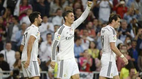 Ronaldo (giữa) mắc nợ Real thật nhiều