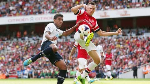Bản lĩnh kém trong các trận đấu lớn dễ khiến Tottenham (trái) gục ngã trước Arsenal