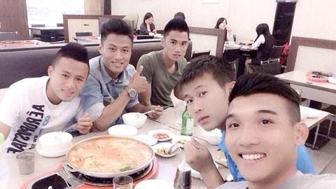 Bật mí chuyện sinh hoạt của các cầu thủ ĐT Olimpic Việt Nam: Ở chung cư & ăn tập thể