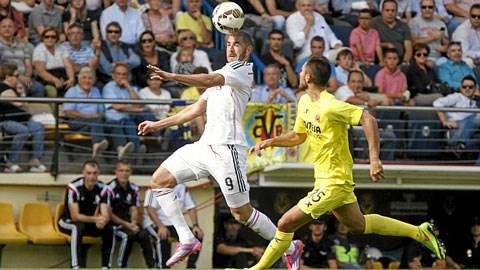 Benzema (áo trắng) mới ghi 1 bàn ở La Liga mùa này