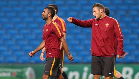 Mancini hiến kế hạ Man City cho AS Roma
