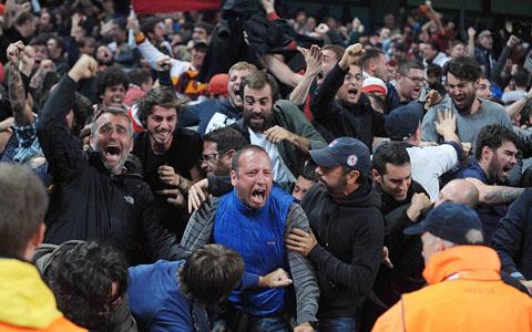 Scholes chỉ trích CĐV Man City thờ ơ với Champions League