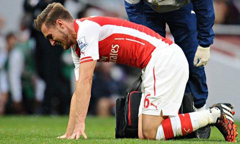 """Arsenal lại khốn đốn vì """"Rambo"""" vắng mặt?"""