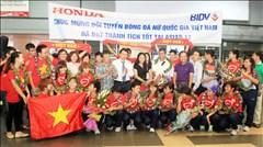 Lãnh đạo VFF và NHM đón ĐT nữ Việt Nam trở về sau Asiad