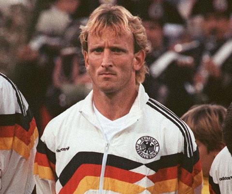 Chuyện bên lề (4/10): Tuyển thủ Đức vô địch World Cup phải đi cọ vệ sinh trả nợ