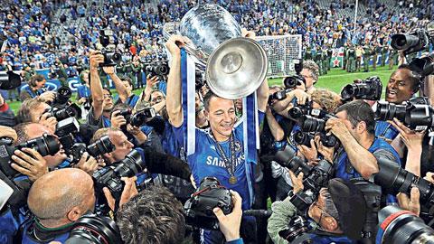 """Terry """"phá vỡ im lặng"""" về chuyện ăn mừng vô địch Champions League 2012"""