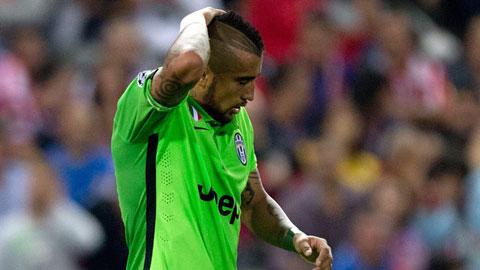"""Vidal bị phạt kỷ lục vì tội """"bay đêm"""""""