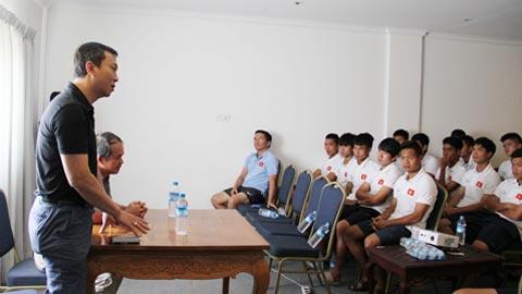 Hai Phó Chủ tịch VFF Trần Quốc Tuấn và Đoàn Nguyên Đức thăm và động viên U19 Việt Nam