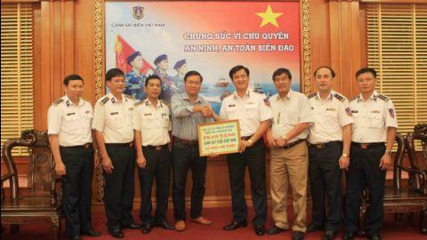 Phó Chủ tịch VFF và đại diện CLB Dresden thăm, tặng quà lực lượng Cảnh sát biển Việt Nam