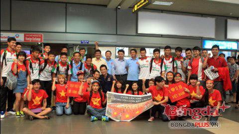Lãnh đạo VFF đón ĐT U19 Việt Nam tại sân bay Nội Bài