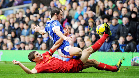 Steven Gerrard 11 năm chùn chân, mỏi gối