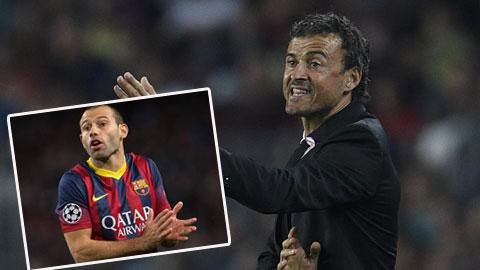 HLV Enrique khiến các CĐV Barca ngạc nhiên với hàng tiền vệ lạ lẫm