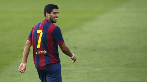 """""""Quái vật"""" Suarez tái xuất!"""