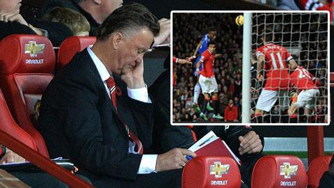Van Persie mắc lỗi chính trong bàn thua của M.U trước Chelsea?