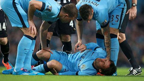 Silva dính chấn thương ngay phút thứ 9
