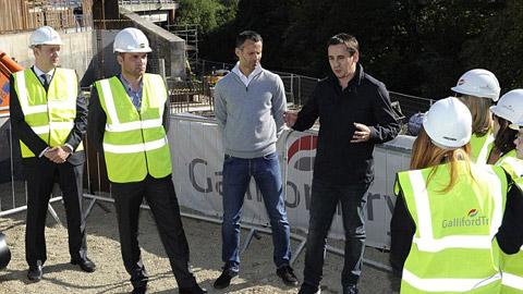 Chậm khai trương khách sạn, Neville và Giggs lỗ 2 triệu bảng