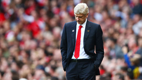 Wenger trở thành… lực cản của Arsenal