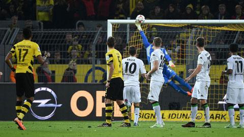 Dortmund chấm dứt chuỗi 7 trận không thắng tại Bundesliga: Màn thoát hiểm kỳ lạ