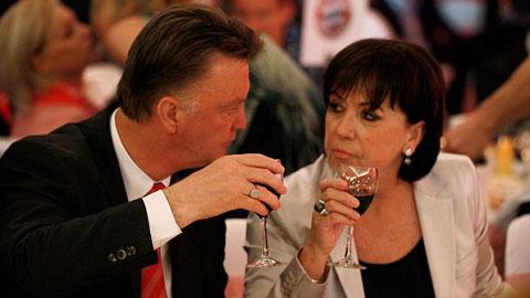 Nát rượu, HLV Van Gaal từng làm nhục vợ nơi công cộng