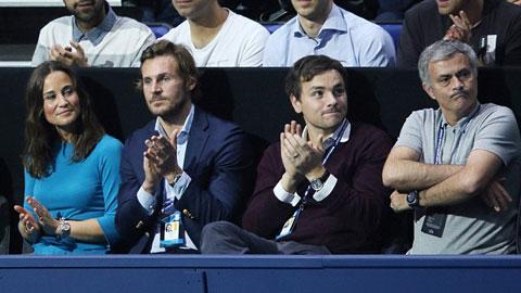 Jose Mourinho bị la ó khi xem Murray đấu với Federer