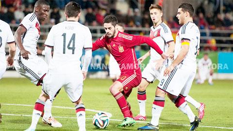 Isco (đỏ) và đồng đội sẽ cùng đối thủ Đức làm nên một trận cầu cởi mở với phần thắng nghiêng về Tây Ban Nha?