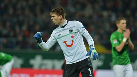 Thủ thành Ron-Robert Zieler sẽ về chơi cho Dortmund