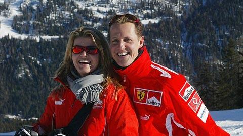 Schumacher ngồi liệt trên xe lăn, không nói được thành tiếng
