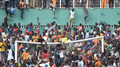 CĐV gây bạo loạn sau trận Bờ Biển Ngà và Cameroon