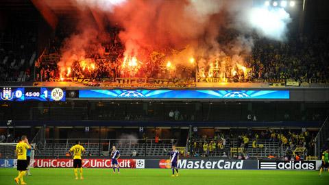 Dortmund và Galatasaray lĩnh án phạt từ UEFA