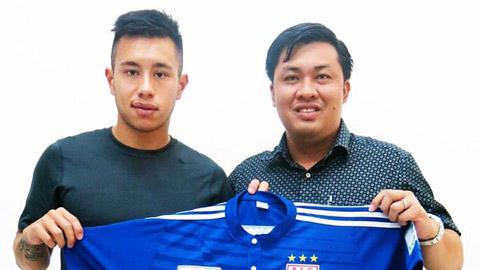 Michal Nguyễn ký hợp đồng với B.Bình Dương