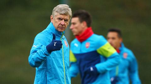 """Arsenal giành vé vào vòng knock-out: """"Ghế"""" Wenger lại ấm!"""