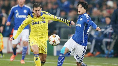 Chelsea (trái) gần như hoàn hảo cả trong tấn công lẫn phòng ngự trước Schalke