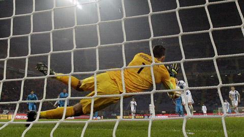 Thủ môn Inter lập kỷ lục cản được 6 quả penalty liên tiếp