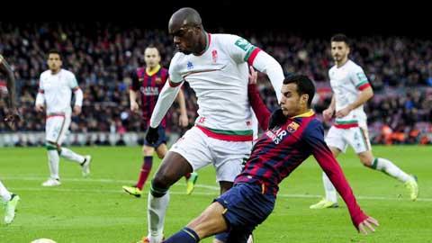 Barca cầu viện FIFA cho phép tìm người thay Vermaelen