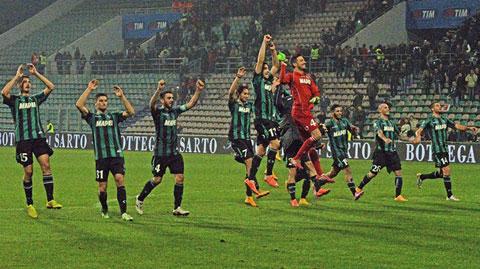 Vòng 13 Serie A: Sassuolo lội ngược dòng, Chievo chia điểm với Lazio