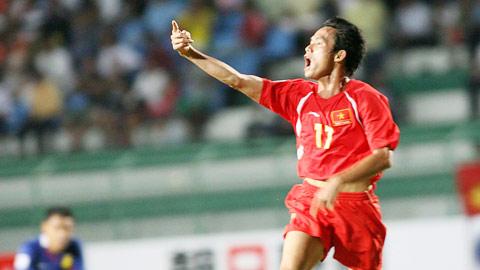 Vũ Phong ăn mừng bàn thắng vào lưới Malaysia ở AFF Suzuki Cup 2008