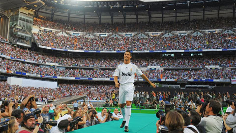 Hội chứng sùng bái cá nhân trong bóng đá: Ronaldo & Messi không phải là thần thánh!