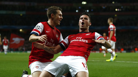 Duyên ghi bàn của Giroud (phải) trước Southampton sẽ giúp Arsenal giành chiến thắng