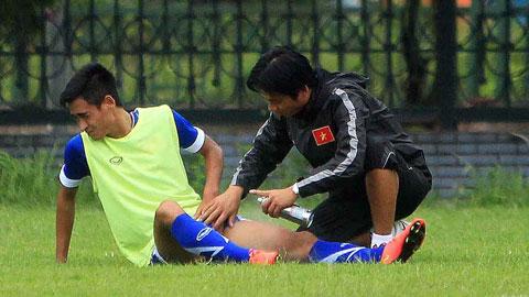HLV Toshiya Miura rất lo lắng về chấn thương của Minh Tuấn