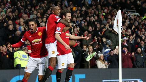 Chiến thắng 2-1 trước Stoke đã giúp M.U có cơ hội trở lại đường đua vô địch