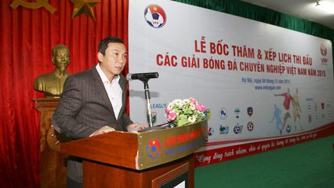 Phó chủ tịch VFF Trần Quốc Tuấn phát biểu tại lễ bốc thăm - Ảnh: Đức Cường