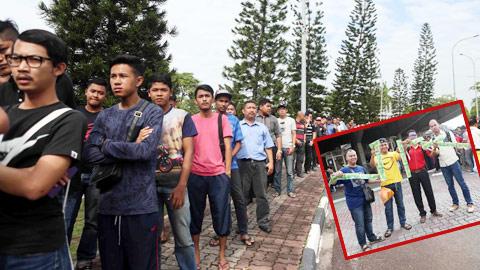Cơn sốt vé ở Malaysia lên đến đỉnh điểm