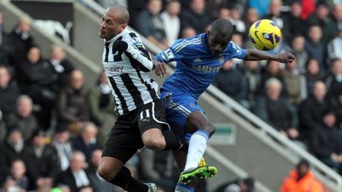 Chelsea (áo xanh) có đầy đủ cơ sở để hạ gục Newcastle ngay trên sân khách