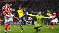 Stoke City 3-2 Arsenal: Rơi xuống mặt đất