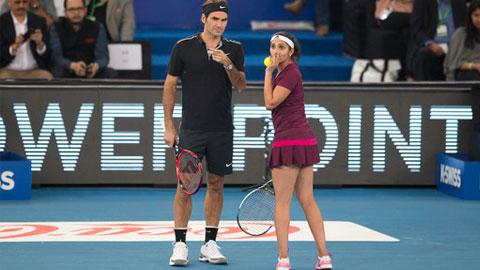 Federer và Djokovic tại IPTL: Kẻ cười, người khóc