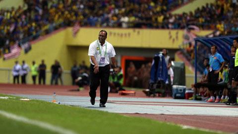ĐT Malaysia thua cay đắng trên sân nhà: Ông Dollah đổ lỗi cho các học trò