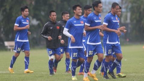 Vừa về tới Hà Nội vào tối 8/12 nhưng sáng nay, ĐT Việt Nam đã ra sân tập luyện - ẢNH: PHAN TÙNG